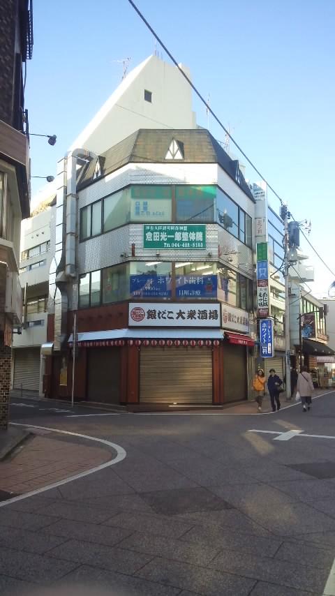 東急東横線・元住吉駅からすぐの銀だこ大衆酒場の上(3階)の口コミでも人気のおすすめ整体院です。