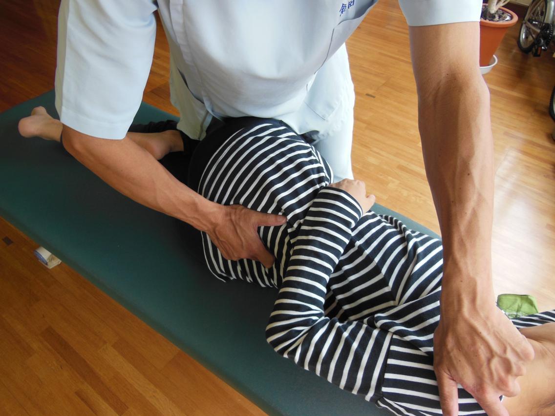 【産後の骨盤矯正】の骨盤矯正は、 腰痛の解消改善にも繋がります。